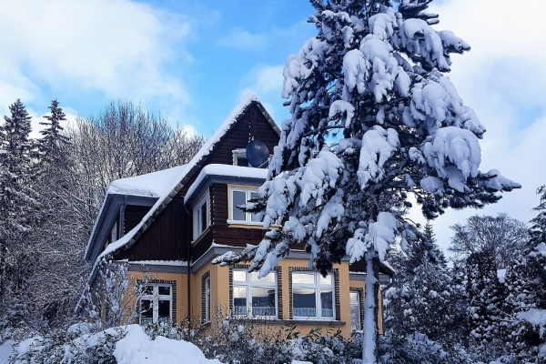 haus-im-winter-4-minAC75C151-C877-ABB9-1732-01F5F3A2F98B.jpg